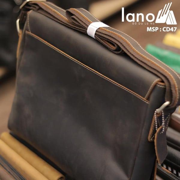 Túi Da Nam Đeo Chéo Đựng Macbook 13 inch mặt sau
