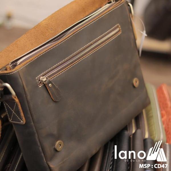 Túi Da Nam Đeo Chéo Đựng Macbook 13 inch bên trong