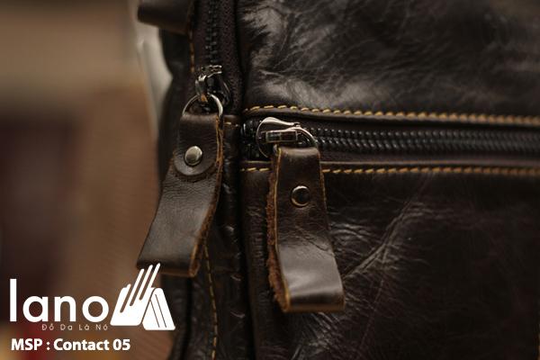 Túi đeo chéo nam da bò Contact 05 chi tiết nhỏ
