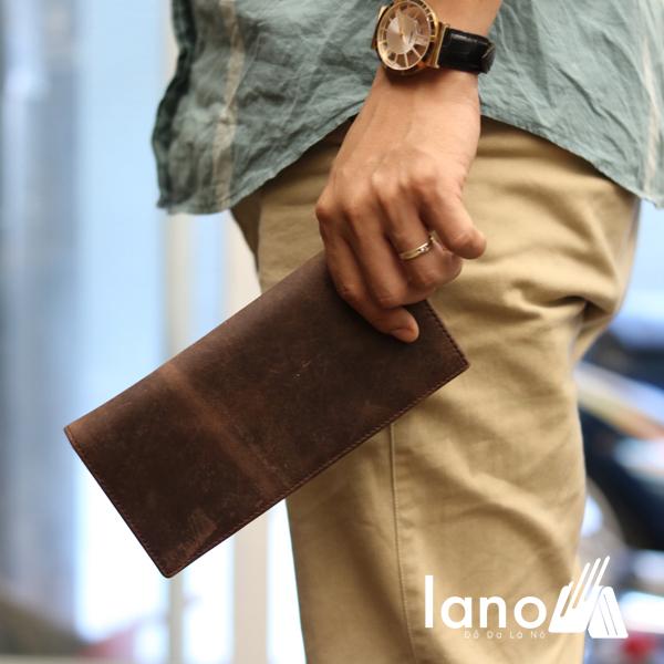 Ví dài cầm tay cho nam da bò sáp thời trang công sở VCTN011 nâu - trên tay