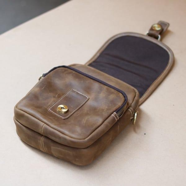 Túi đeo chéo nam kiểu dáng mini da bò sáp KT72