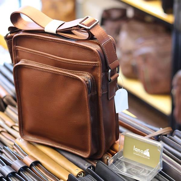 Túi đeo chéo nam Lano da bò mới nhất 2018 KT85 màu nâu nhìn nghiêng