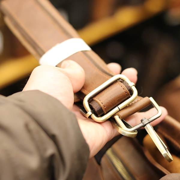 Cặp da nam Lano cao cấp làm từ da bò thật Contact18 dây đeo