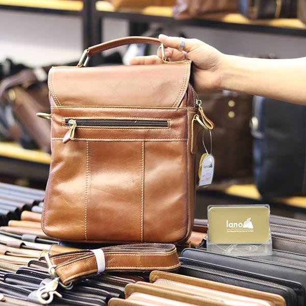 Túi da nam đeo chéo đựng iPad 2 ngăn khóa có tay xách KT135 mặt sau