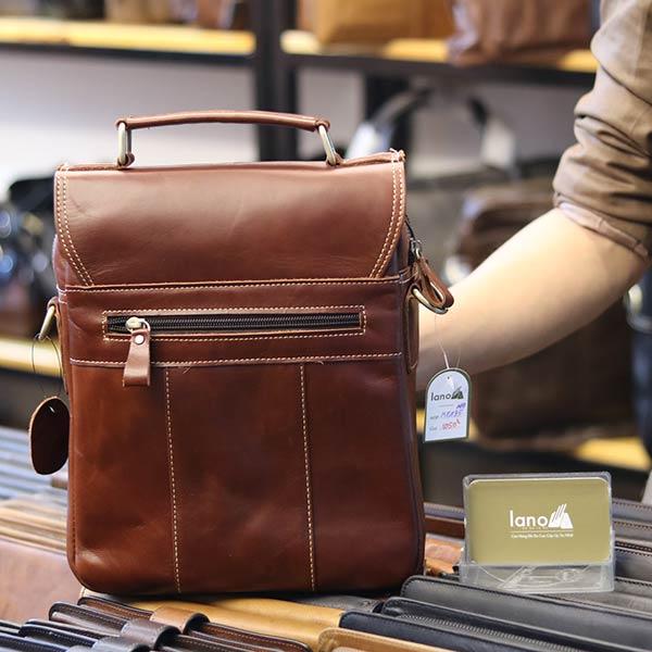 Túi da nam đeo chéo đựng iPad 2 ngăn khóa có tay xách KT135 nâu đỏ mặt sau