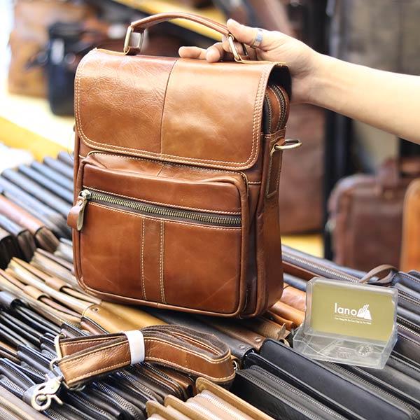 Túi da nam đeo chéo đựng iPad 2 ngăn khóa có tay xách KT135 nhìn nghiêng