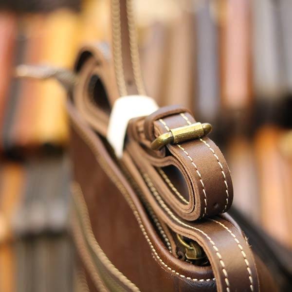Túi da nam đeo chéo Lano thời trang đọc lạ KT120 góc nghiêng dây đeo chéo