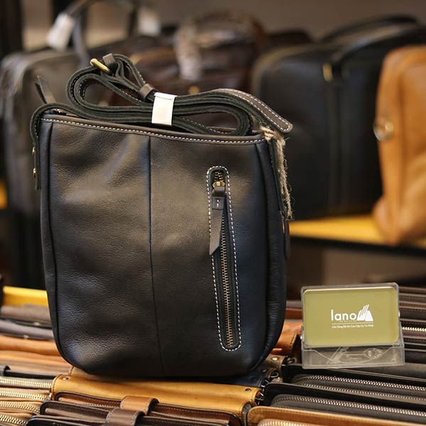 Túi da nam đeo chéo Lano thời trang đọc lạ KT120 màu đen mặt sau