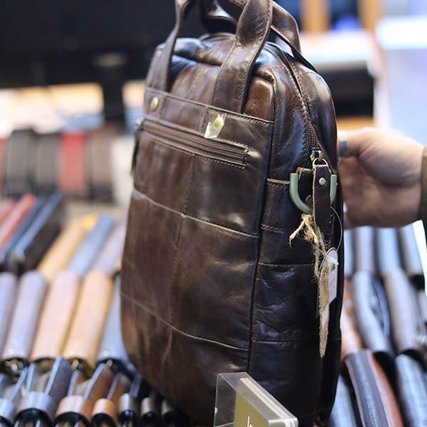 Túi da nam đeo chéo xách tay sang trọng KT129 thân túi