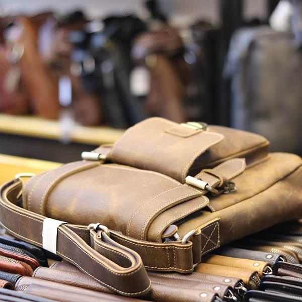 Túi đeo chéo nam da bò sáp khỏe khoắn mạnh mẽ KT132 nằm ngang
