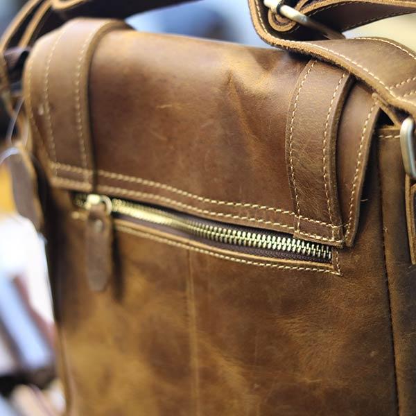 Túi đeo chéo nam da bò sáp khỏe khoắn mạnh mẽ KT132 ngăn phụ phía sau