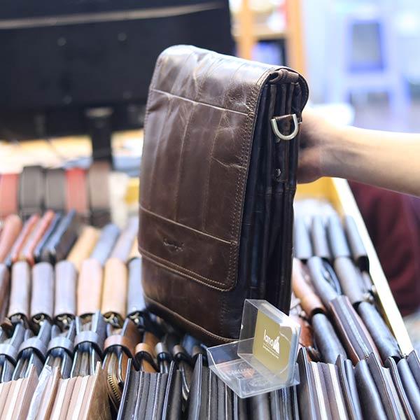 Túi đeo chéo nam đựng iPad da bò 2 ngăn đựng KT126 thân túi