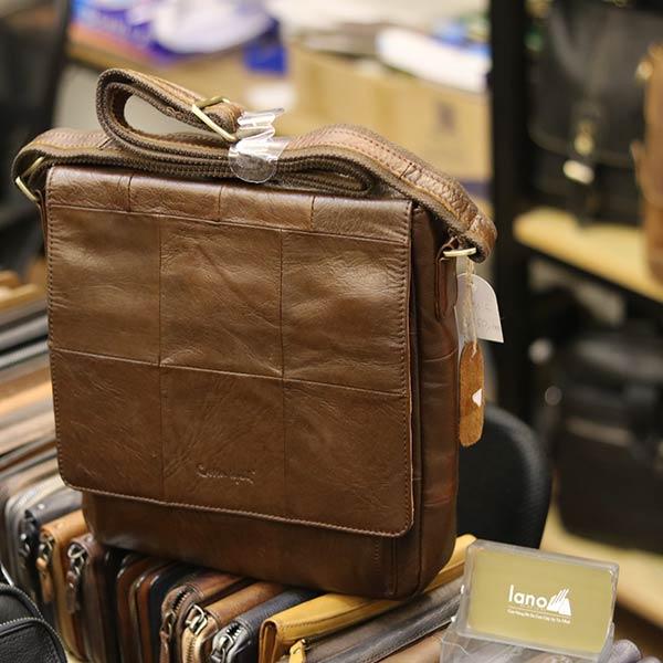 Túi da đeo chéo đựng iPad Lano da bò thật nắp đậy KT136 góc nghiêng