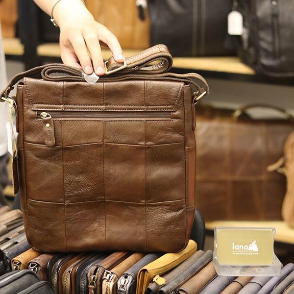 Túi da đeo chéo đựng iPad Lano da bò thật nắp đậy KT136 mặt sau