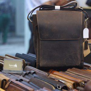 Túi da nam Lano đeo chéo dạng hộp có nắp đậy KT140