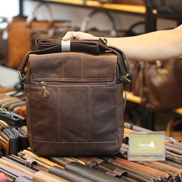 Túi da đeo chéo đựng iPad Lano thời trang cao cấp KT151 mặt sau
