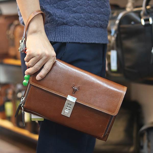 Túi cầm tay da bò khóa số thời trang nam tính CLT36